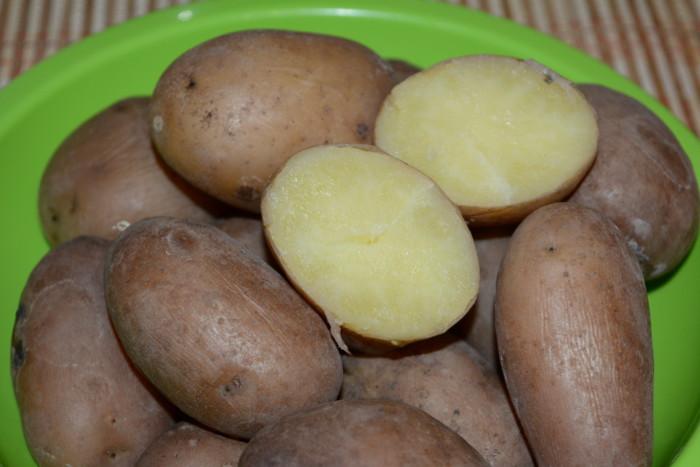 Як варити картоплю в мундирі для салата, вінегрета чи запікання правильно, швидко та смачно