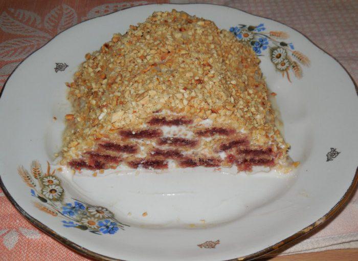 Торт Монастирська хата з вафельних трубочок зі сметанним кремом – швидкий десерт без випічки