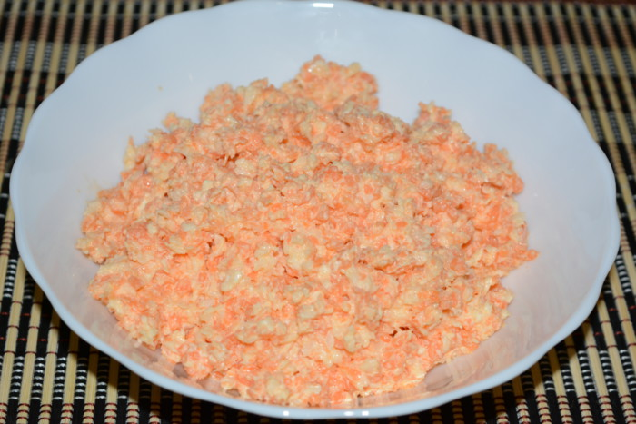 Смачний салат з чорної редьки з морквою і майонезом
