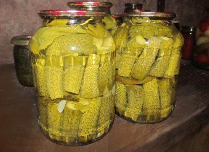 Хрусткі огірки-корнішони мариновані на зиму