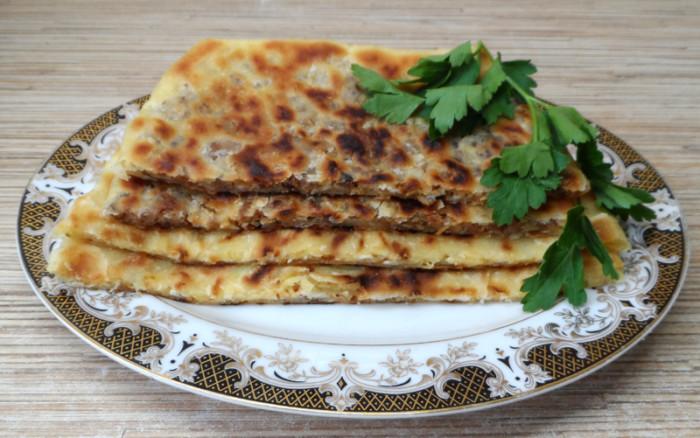 Гезлеме – турецькі коржі з начинкою на сковороді