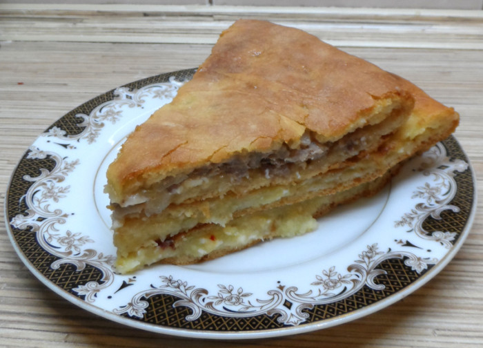 Домашні осетинські пироги з сиром, м'ясом і картоплею