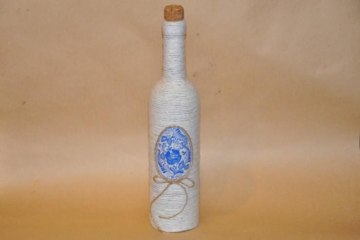 Гарний декор пляшок нитками своїми руками на Великдень