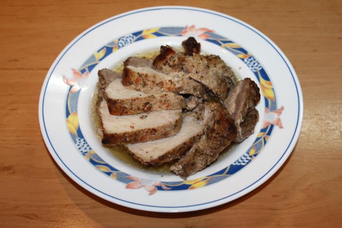 Соковита свинина з соусом наршараб запечена в духовці у фользі