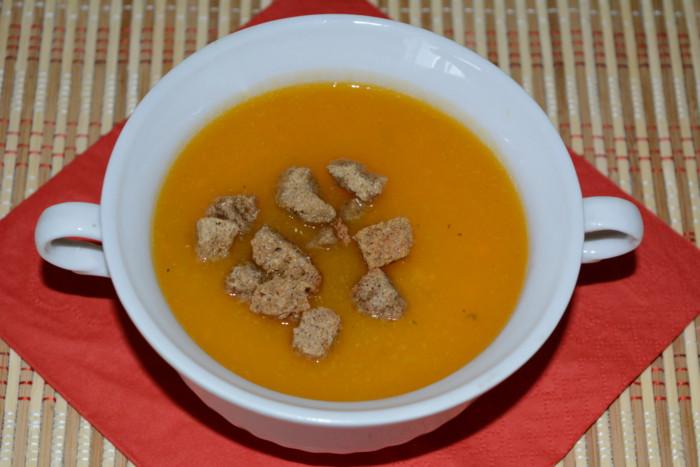 Пісний суп-пюре з гарбуза, моркви та селери