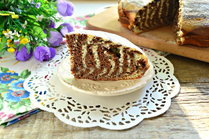 Домашній торт Зебра на кефірі зі сметанним кремом