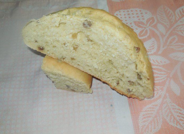 Український домашній хліб зі шкварками і смальцем
