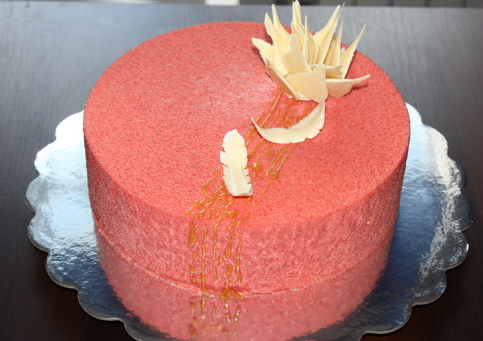 Велюровий бісквітно-йогуртовий торт з ананасовим мусом