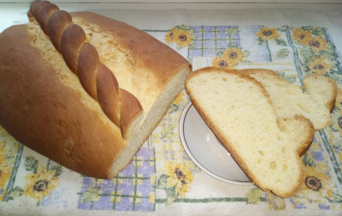 Домашній пшеничний хліб у духовці