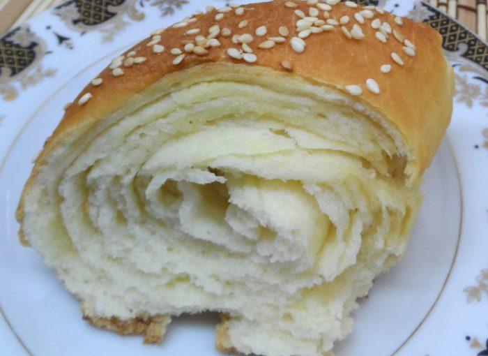 Справжній французький багет турбійон з кунжутом