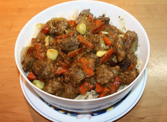 Баранина тушкована з овочами в казані або в сковороді