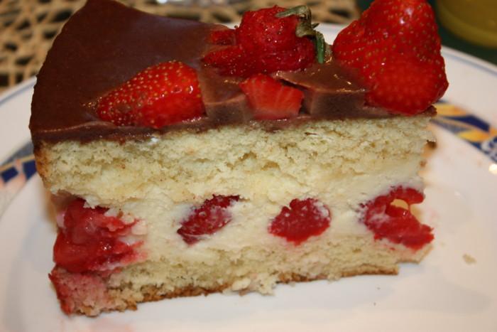 Французький полуничний торт Фрезье з кремом Муслін