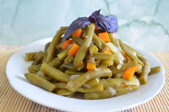 Тушкована спаржева квасоля з овочами – смачна, пісна та корисна овочева страва