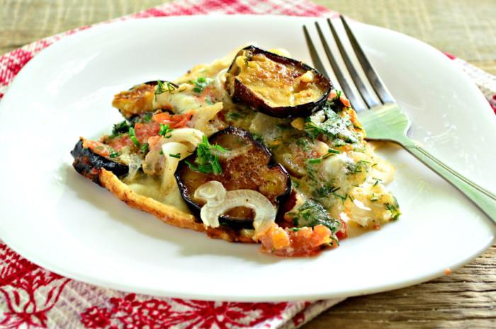 Смажені баклажани з помідорами і яйцем на сковороді – швидко та смачно