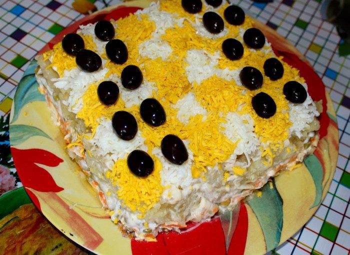 Шаровий салат зі шпротами і сиром Шахматка