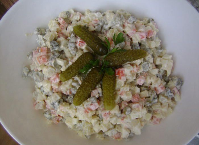 Пісний Олів'є з яблуком – смачний картопляний салат без м'яса і ковбаси