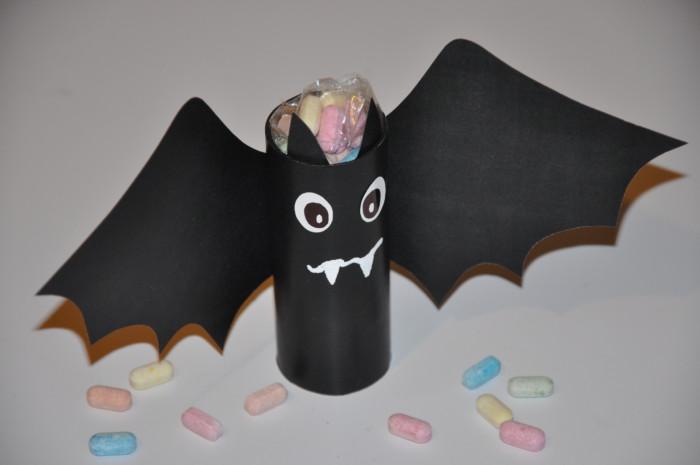 Летюча миша з паперу – упаковка для подарунків або цукерок на Хелловін