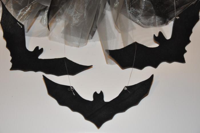 Повітряний вінок на Хелловін – як оформити двері своїми руками