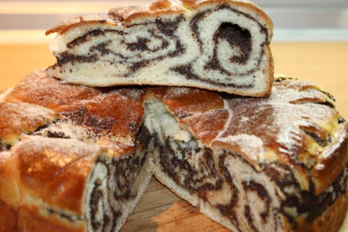 Смачний маковий пиріг-равлик із дріжджового тіста