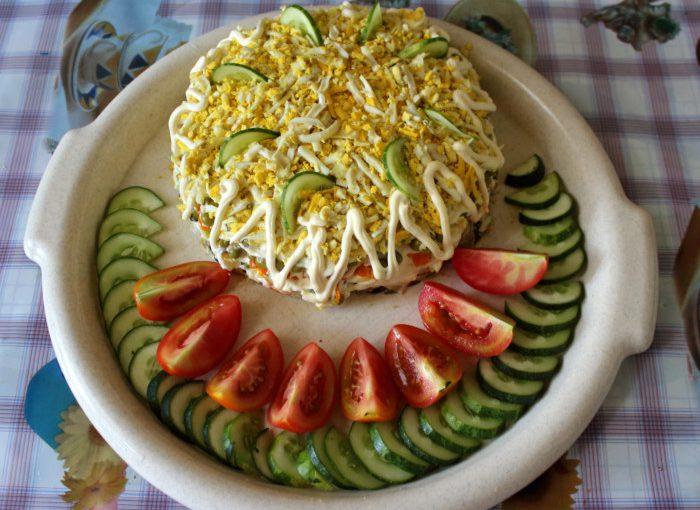 """Листковий салат зі смаженими грибами та сиром – """"Смачне задоволення"""""""