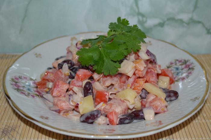"""Салат з кальмарів з квасолею """"Червоне море"""""""