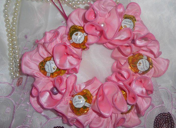 Серце з цукерок – солодкий подарунок на день Святого Валентина або день народження