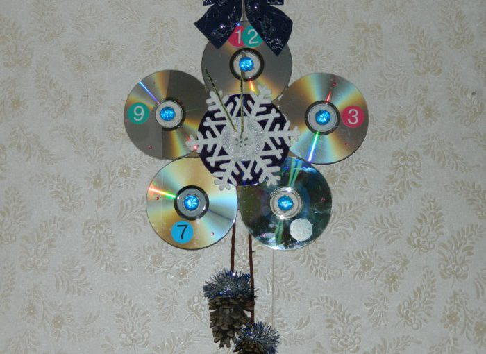 Новорічний годинник з дисків – ялинкові іграшки з CD-дисків на Новий рік