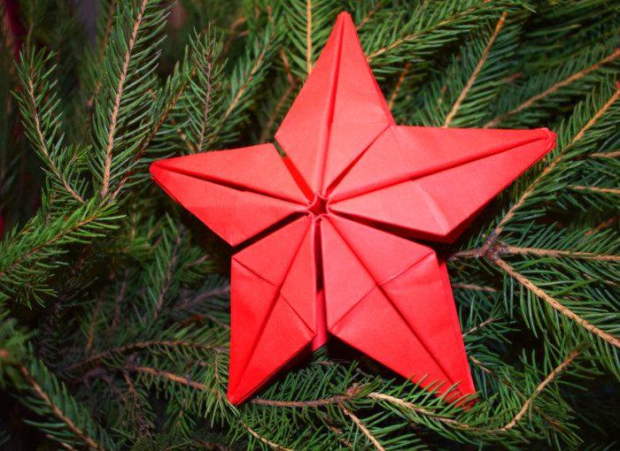 Об'ємна орігамі-зірка з паперу – новорічна прикраса на ялинку для початківців