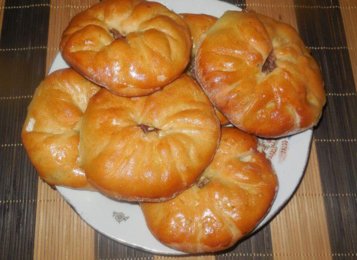 Кайнари – татарські пиріжки з м'ясом в духовці