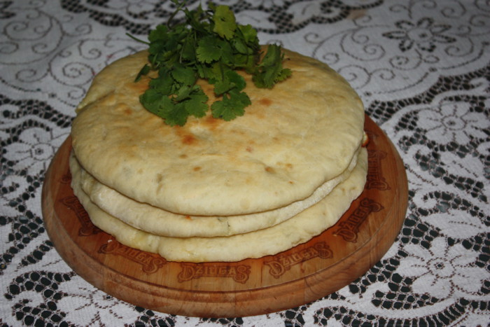 Уалібах – осетинський пиріг з сиром в духовці