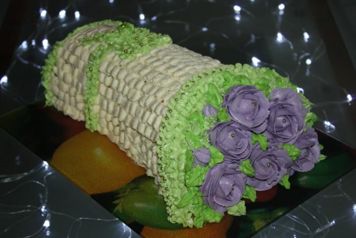 Торт Букет Троянд – бісквітний фруктовий торт з вершковим кремом
