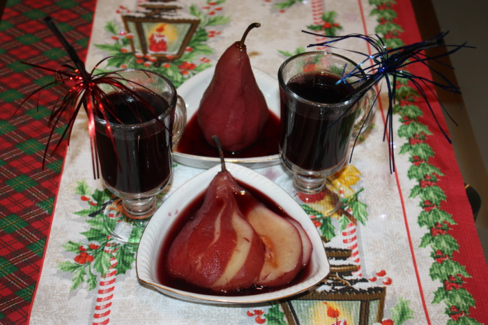 Домашній глінтвейн з червоного вина з грушею, апельсином і корицею