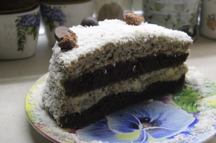 Шоколадно-горіховий торт з банановим кремом – смачний та красивий