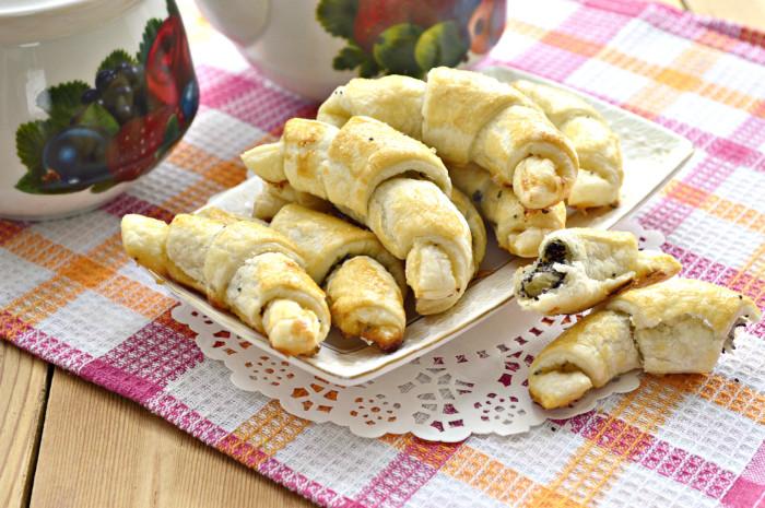 Листкові рогалики з маком і медом – швидка домашня випічка