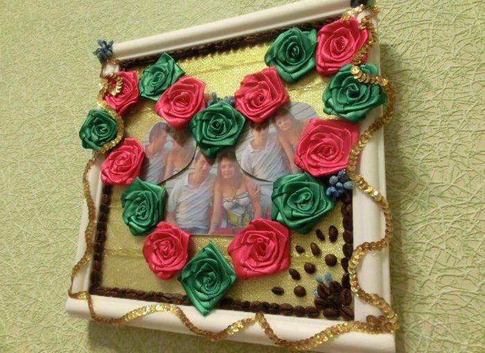 Фото-картина в рамці з атласних стрічок – подарунок на день закоханих