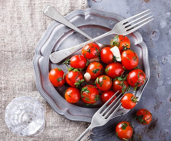 Малосольні чері – три прості рецепти засолювання помідорів чері