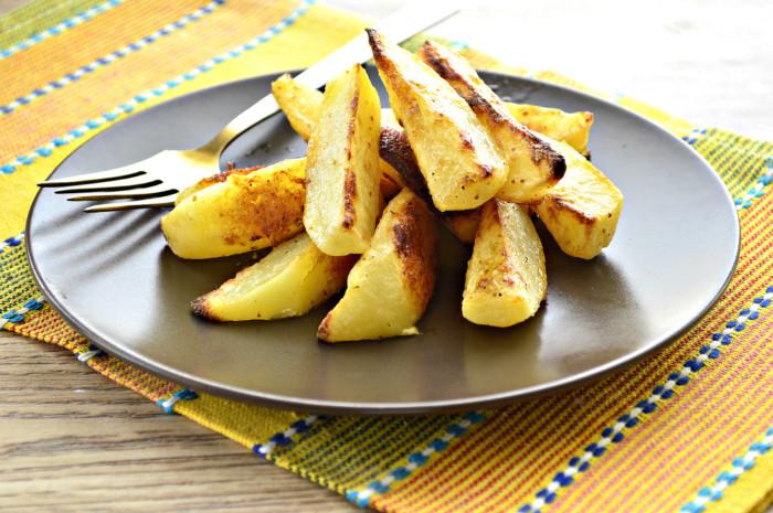 Картопля з майонезом в духовці