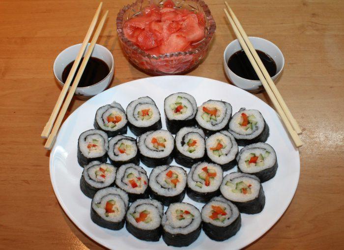 Справжні японські суші з різними начинками в домашніх умовах