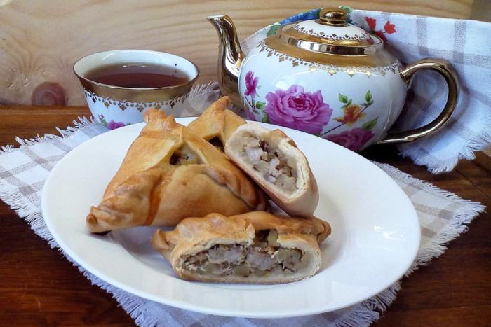 Ечпочмак на кефірі чи сметані – трикутні пиріжки з м'ясом і картоплею