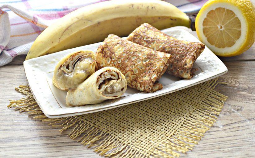 Фаршировані млинці з банановою начинкою