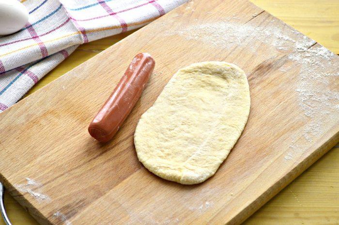 Оригінальні сосиски в готовому дріжджовому тісті