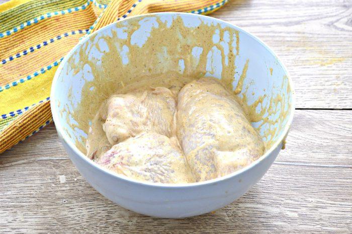 Запечені курячі стегенця в духовці