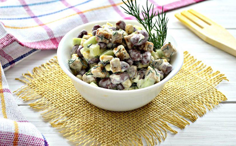 Салат з квасолею та сухариками – простий і смачний