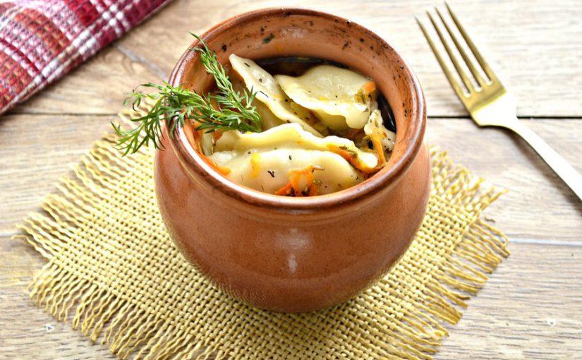 Пельмені в горщиках в духовці запечені з овочами