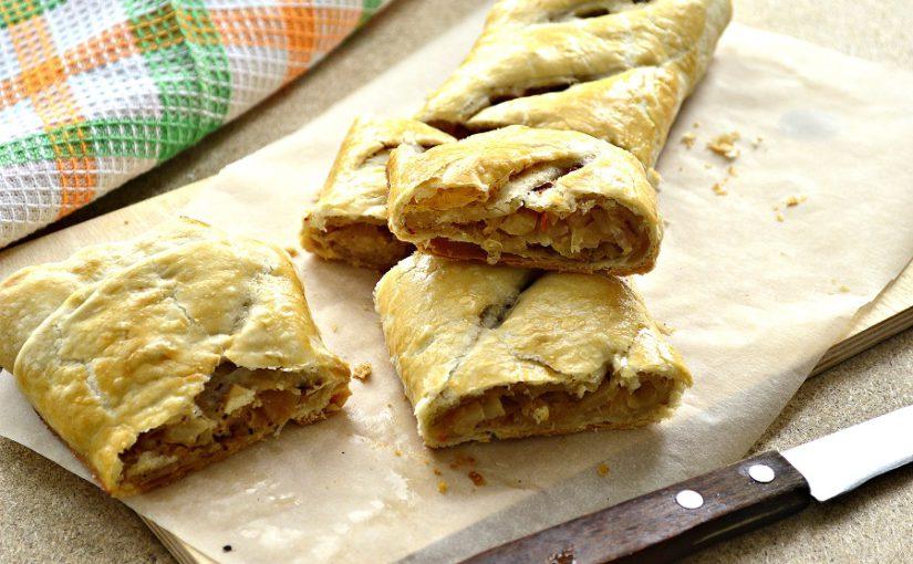 Листковий пиріг з квашеною капустою з готового листкового тіста
