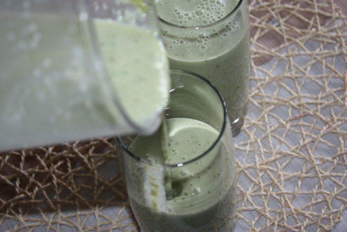 Зелений молочний коктейль з бананом - вітамінний напій для схуднення