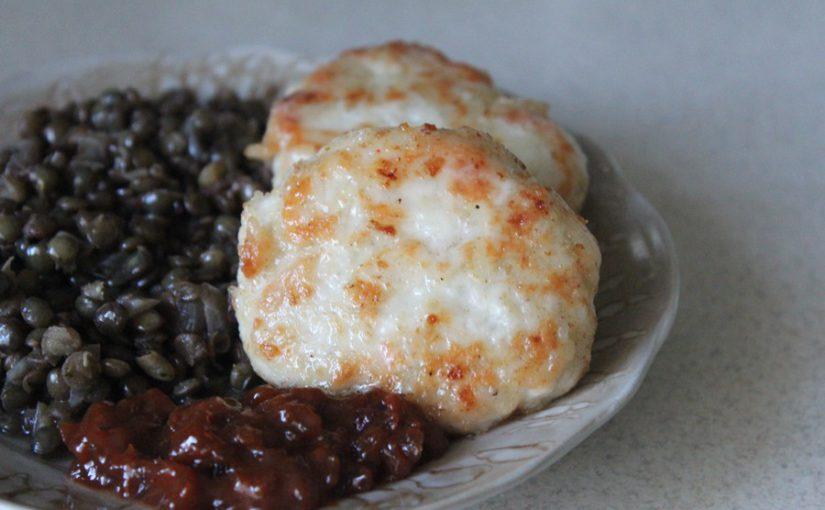 Дієтичні курячі тефтелі з рисом та з підливою зі сметани