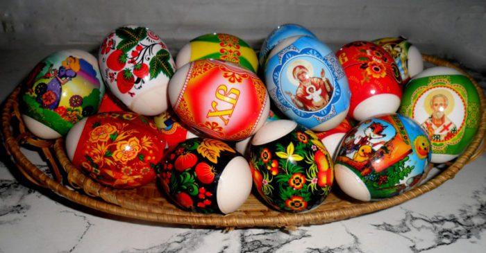 Великодні яйця у наліпках