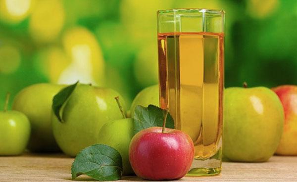 Домашній сік з яблук на зиму – рецепт з пастеризацією