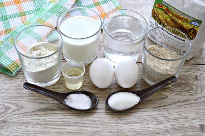 Дієтичні млинці з цільнозернового борошна на воді та молоці
